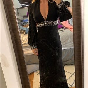 Tony Bowls long sleeve gown sz 4 black w beading